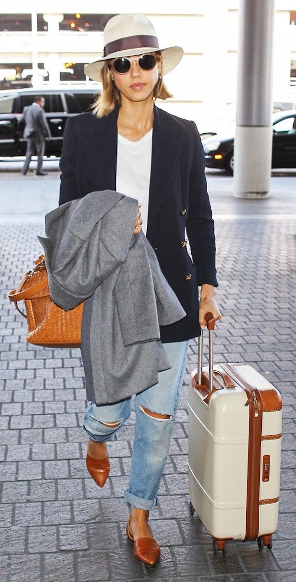 Jessica-Alba-Airport-Outfit